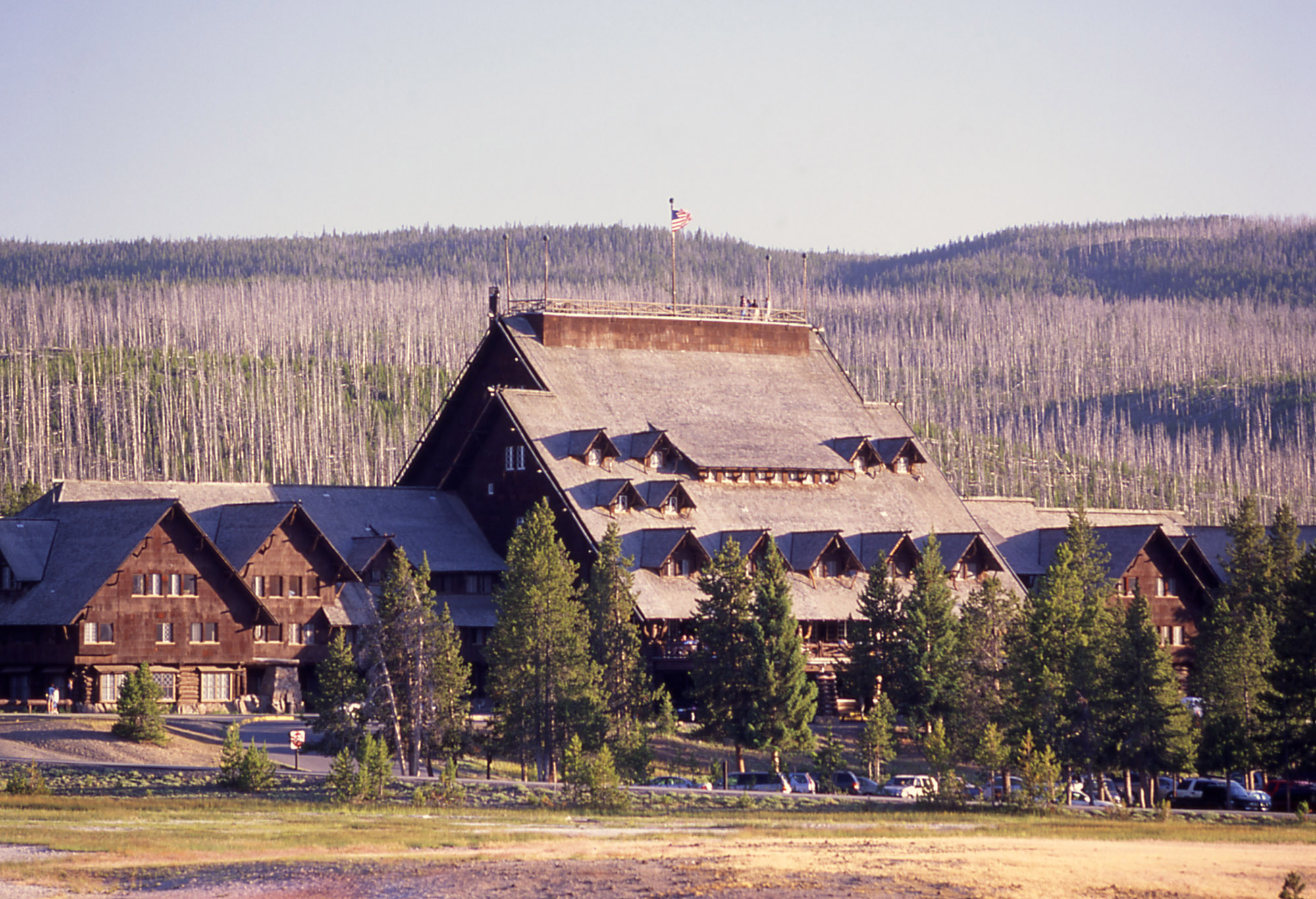 Old Faithful Inn Yellowstone National Parkyellowstone